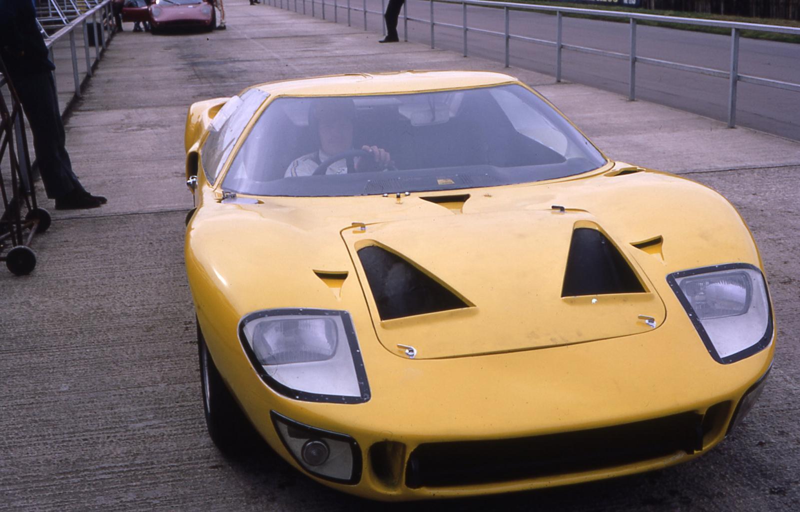 P1001-036-12th-malaya-garage-daghorn-p1001-oulton-park-69-jpg