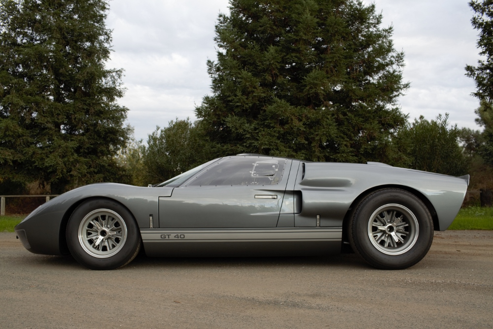 Superformance GT-40 Mk.II P2221-1-2-1000x667-jpg