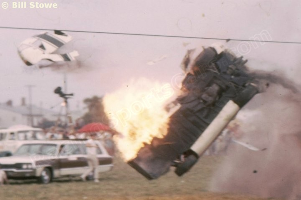 P1001-100-000b-chassis-1000-no18-seb-66-crashing-jpg