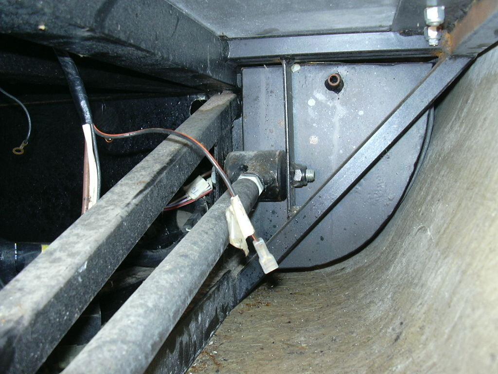DAX Build Up-72356-insidepod-fueltank-jpg