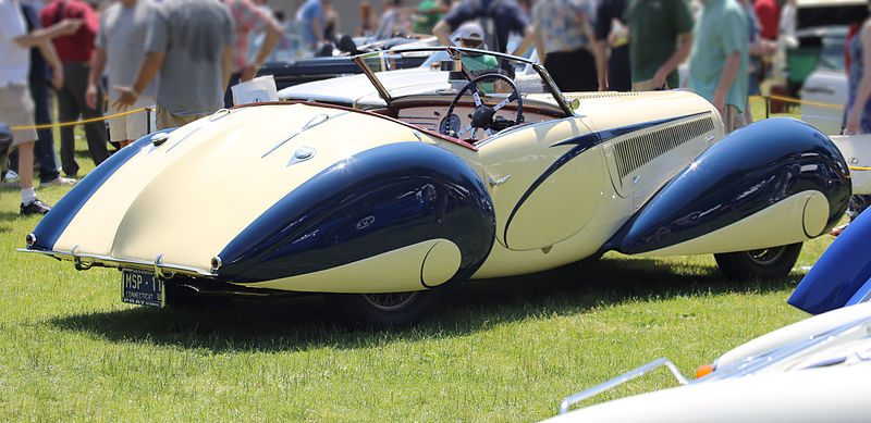 The Car in the Father Brown mystery/drama series-800px-1937_delahaye_135m_figoni_et_falaschi_rear_right-jpg