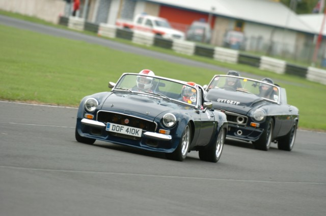 Taking My old MG on track-dsc_0158-640x480-jpg