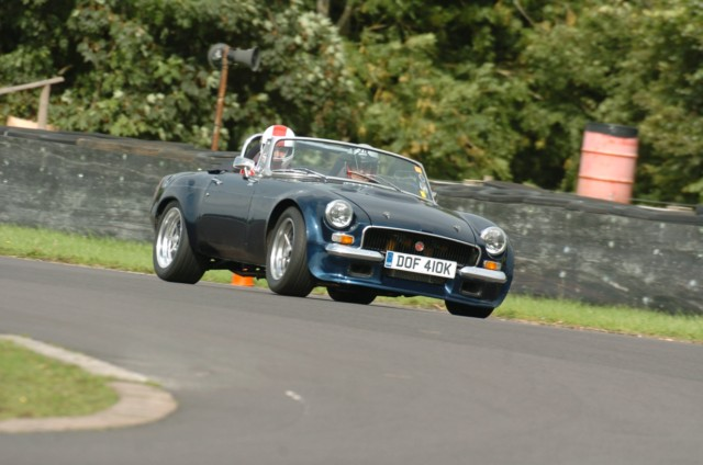 Taking My old MG on track-dsc_0560-640x480-jpg