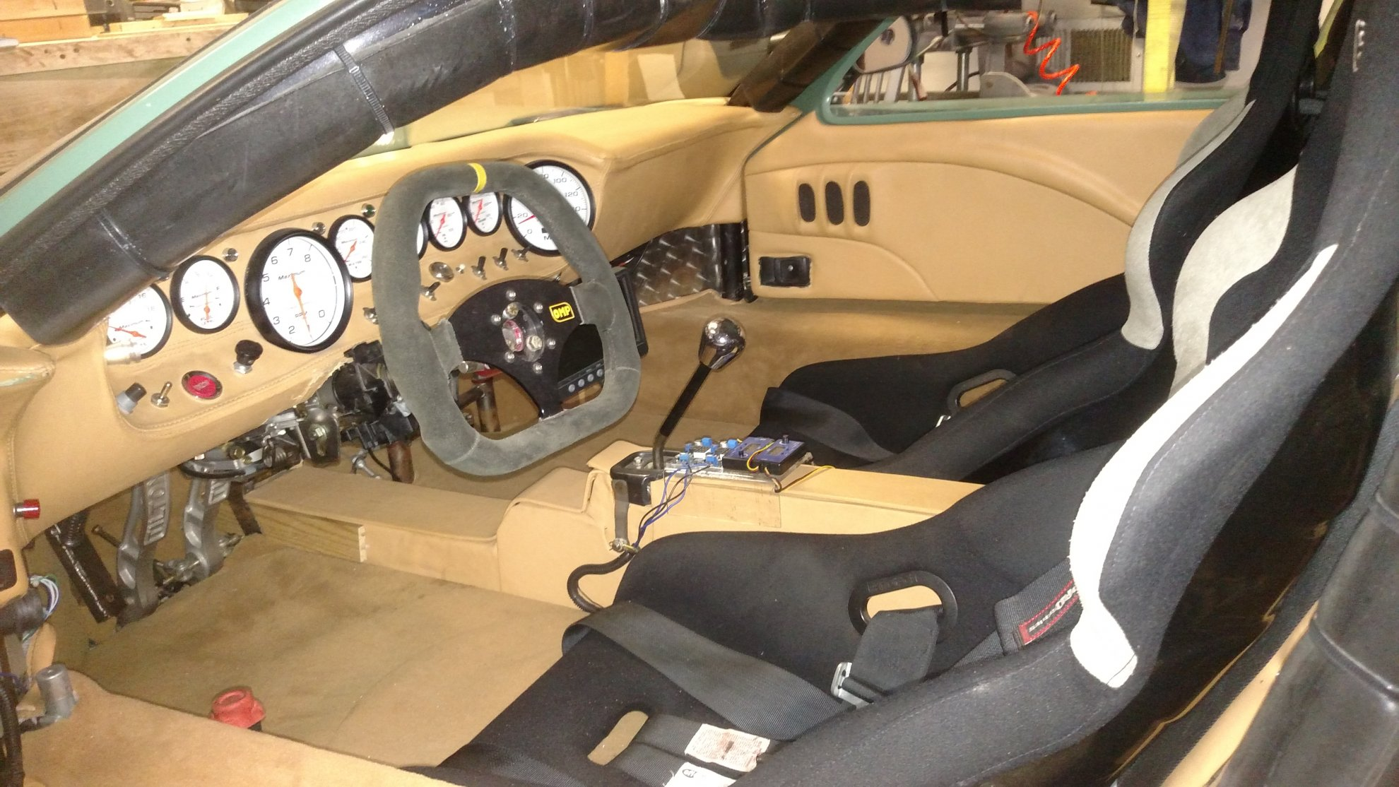 GT 40 int.jpg