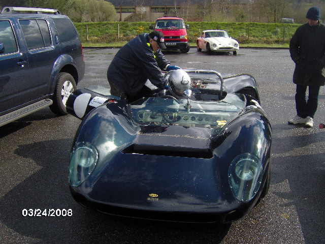A few pics of my first attempt to drive a lola-hpim0494-jpg