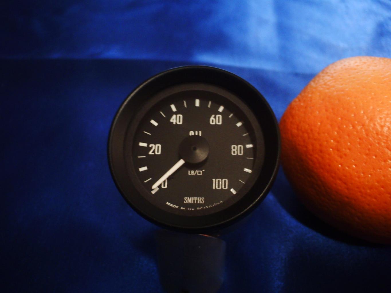 P1001-oil-pressure-gauge-jpg
