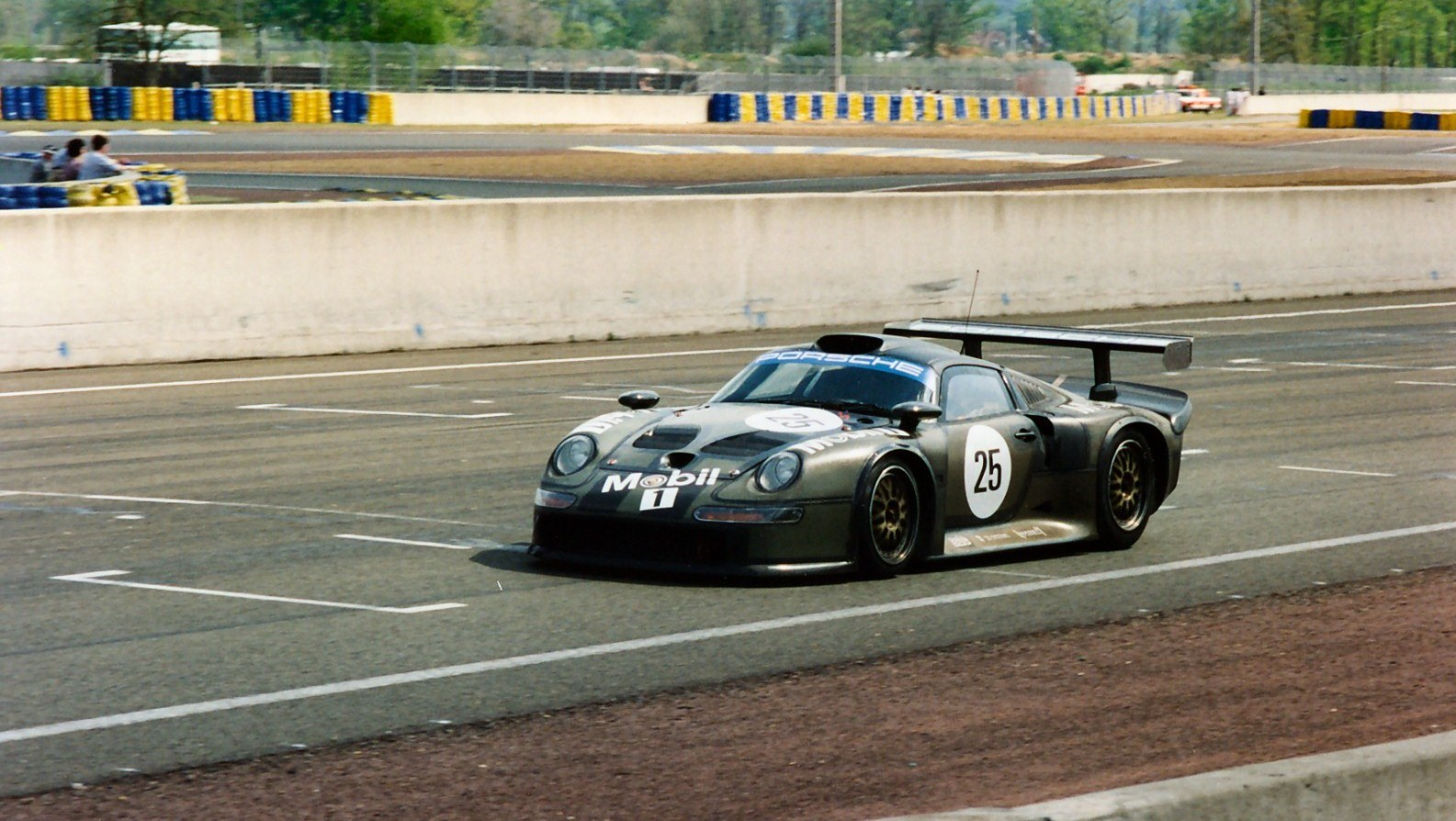 Porsche 911 GT1-photo-jpg