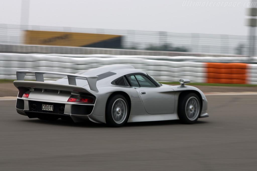 Porsche 911 GT1-porsche-996-gt1-evo-strassenversion_6-jpg